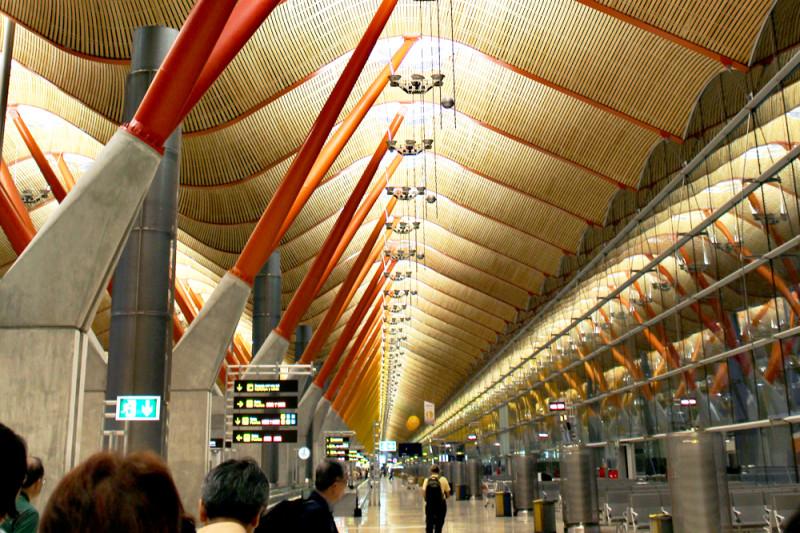 マドリード・バラハス国際空港に到着