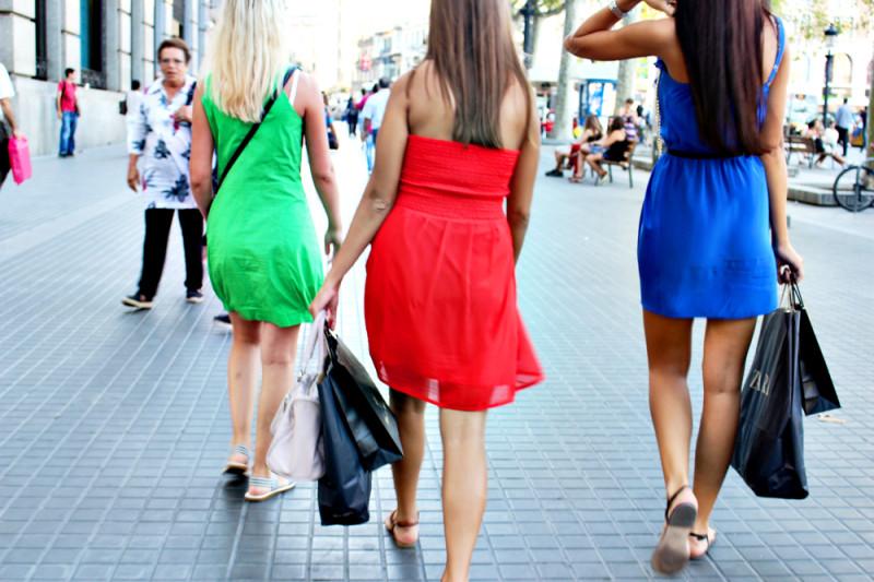 スペインのバルセロナの女の子のファッション