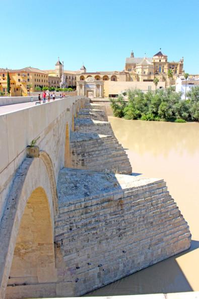 スペインのコルドバのローマ橋