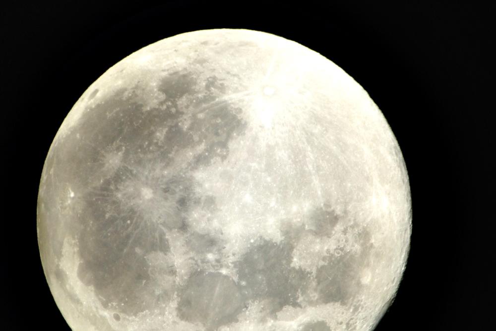 沖縄の夜に天体望遠鏡から見た星たち