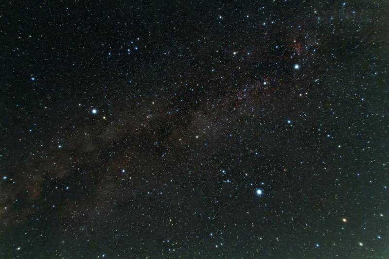 沖縄の夜に天体望遠鏡から見た ...