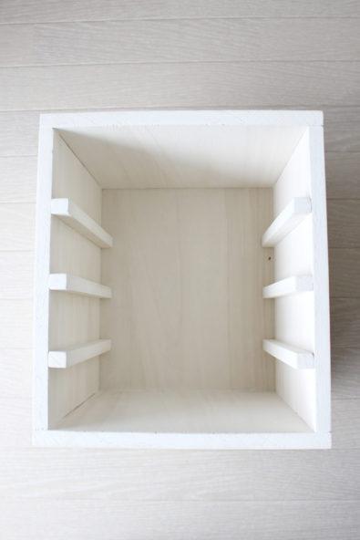 ダイソーの100円の木箱24×22cmをリメイクして棚作り